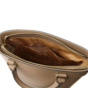 Internal Pockets View Of The Light Taupe Demetra Leather Ruga Handbag
