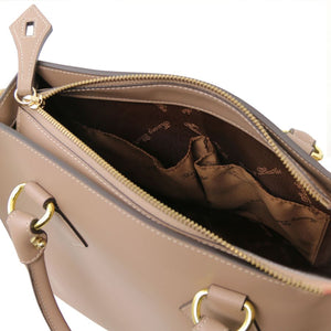 Internal Pockets View Of The Light Taupe Fortuna Vertical Leather Handbag