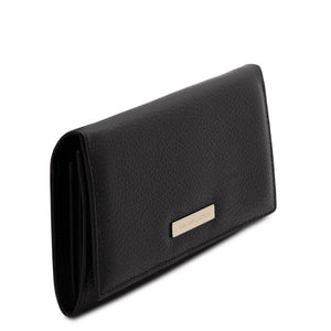 Angled View Of The Black Leather Purse For Women