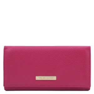 Front View Of The Fuchsia Leather Purse For Women