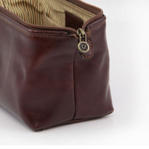 Toiletry Bag Zipper Handle View Part Of The Brown Columbus Leather Travel Set