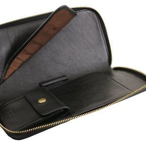 Internal Features View Of The Black Womens Leather Travel Wallet