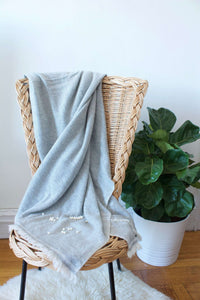 Ghorka | Soft grey pure cashmere throw in soft grey | Rue Saint Paul