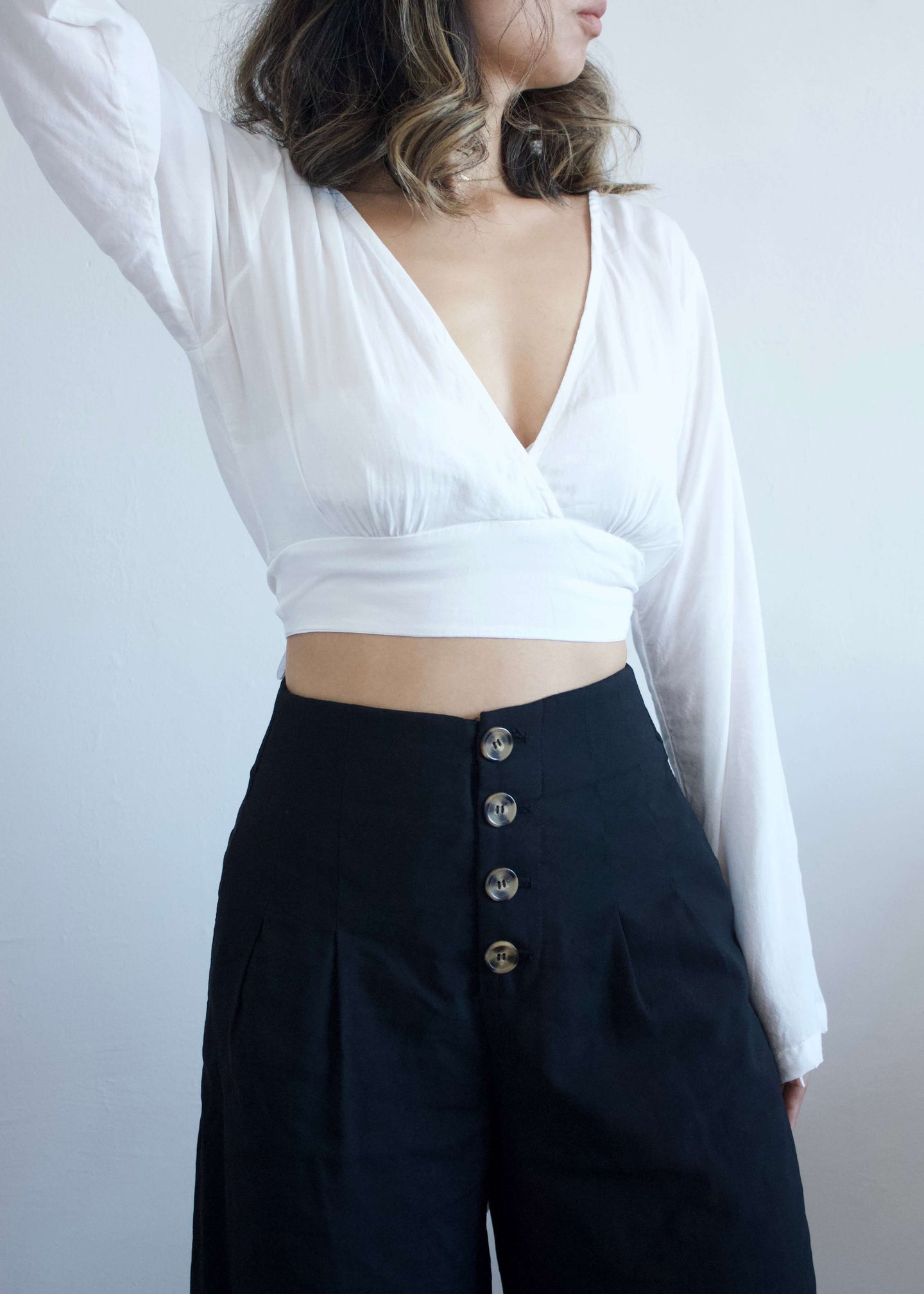 Mandy | White crop top blouse | Rue Saint Paul