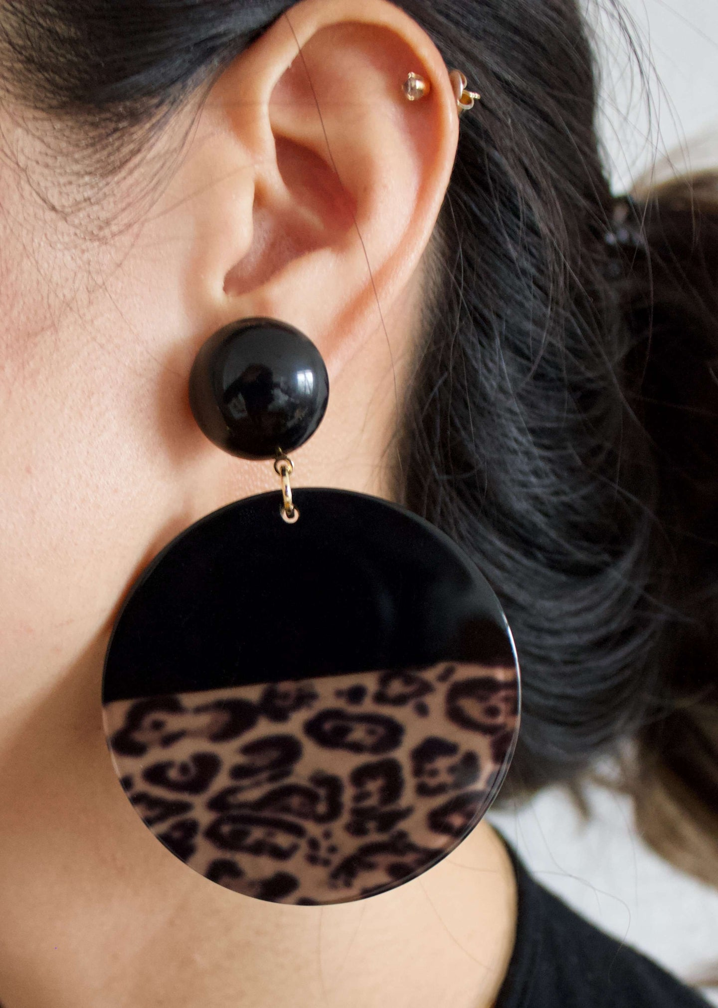 Nairobi Nightfall | Tortoise shell dangle hoop earrings | Rue Saint Paul