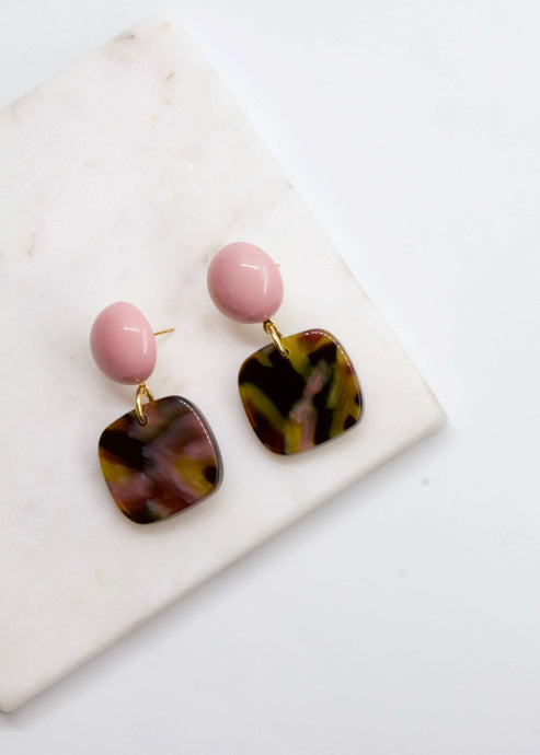 Bermuda rose | Pink tortoise shell drop earrings | Rue Saint Paul