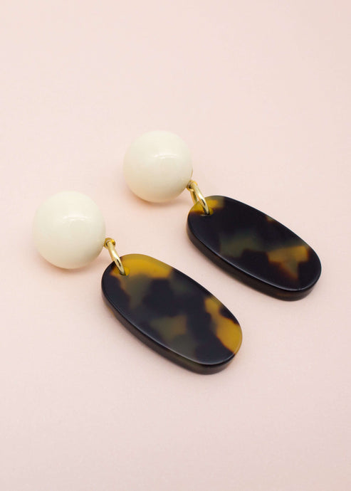 Princess of Monaco | Tortoise shell oval drop earrings | Rue Saint Paul