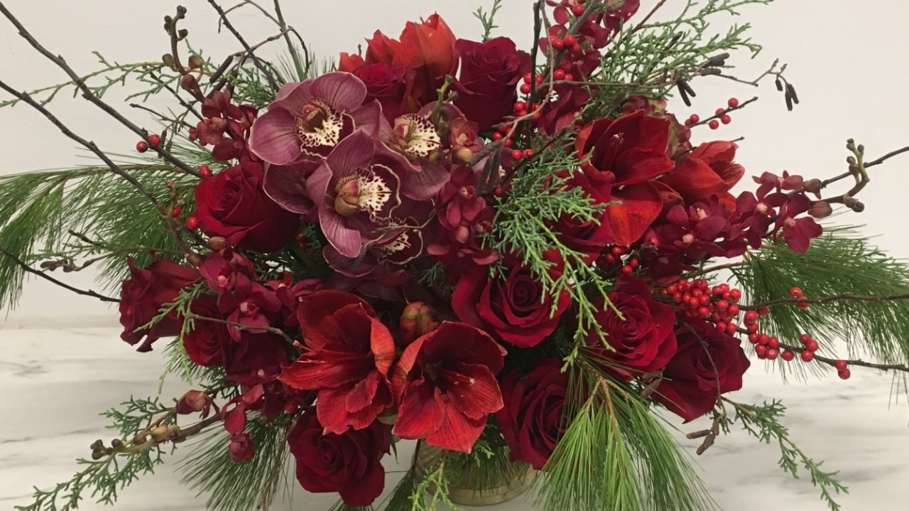 Seasonal Arrangements & Holiday Decor