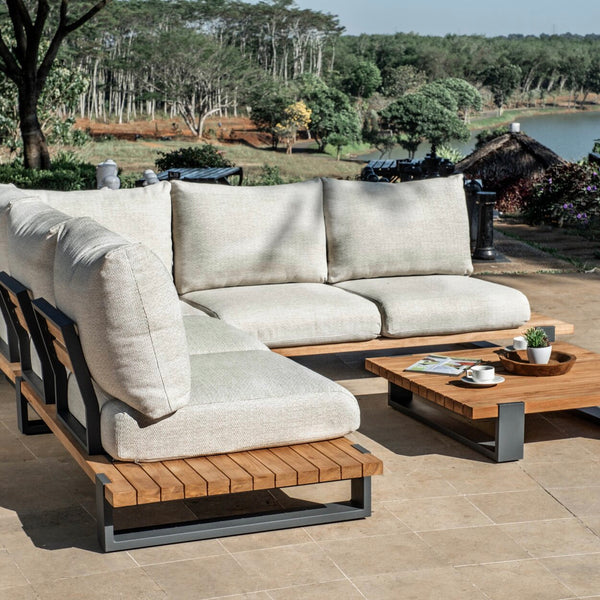 Outdoor lounge made in durable aluminium and FSC teak