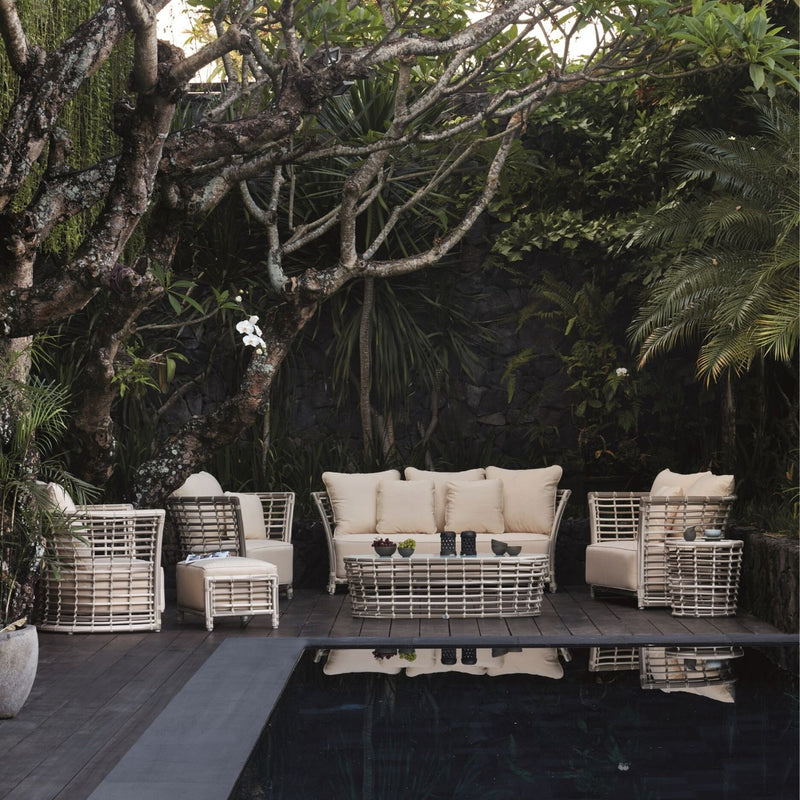 Villa Outdoor Lounge Setting