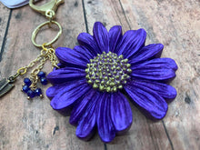 Load image into Gallery viewer, Daisy Key Chain Mold