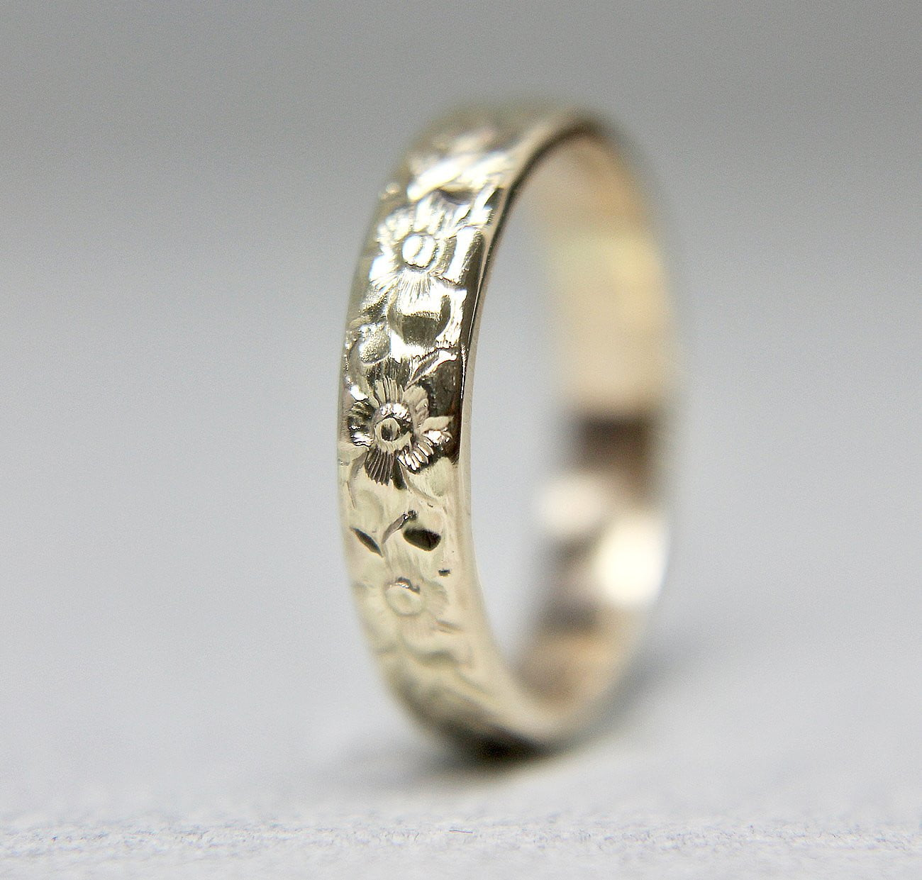 Floral Engraved 14K Band