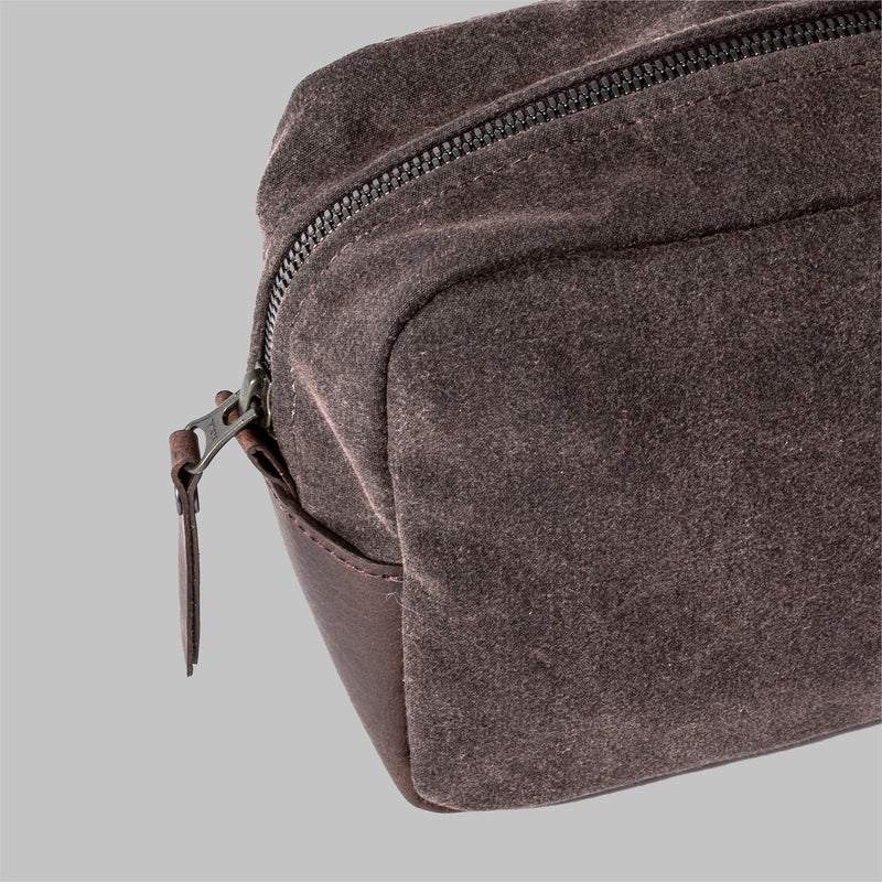 Brindley | Mens Brown Wash Bag | Thorndale, UK