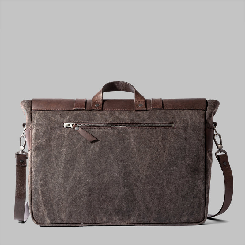 Portland | Mens Waxed Cotton Messenger Bag | Thorndale, UK