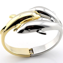 Load image into Gallery viewer, Dolphin Kiss Bangle
