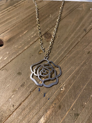 Silver Chain Necklace with A Rose outline Pendant