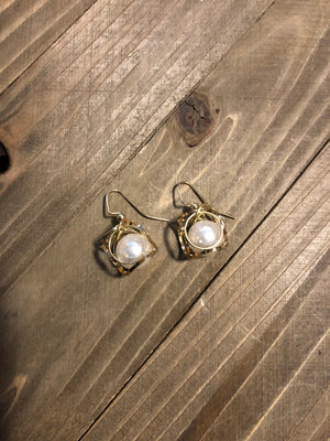 Beautiful wire earrings, pearl surrounded by gold.