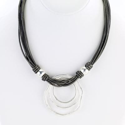 Leather necklace with triple ring pendant grey