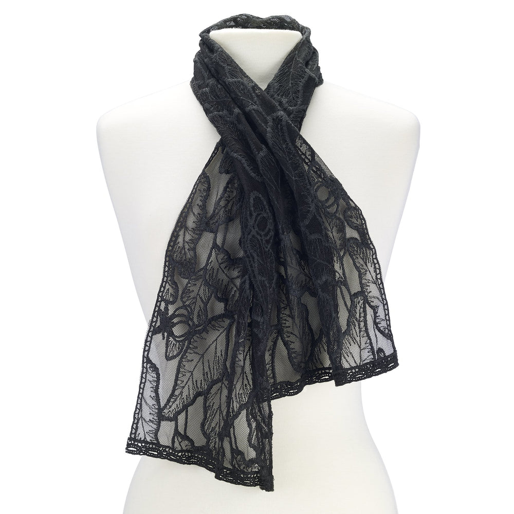Open lacework scarf.
