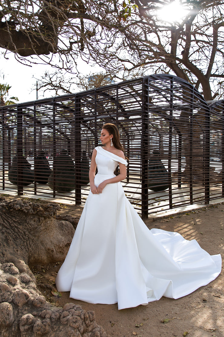 Queenly shining off-shoulder ballgown