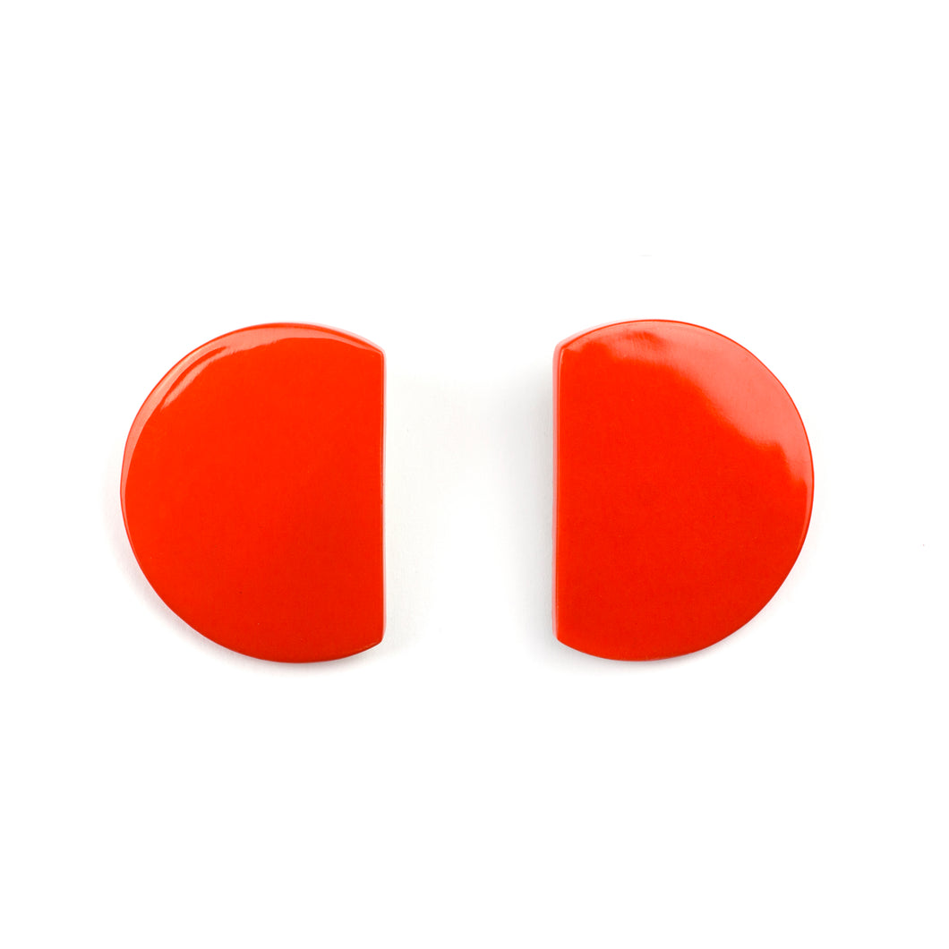 Onde Earrings in Blond Horn and Orange Lacquer