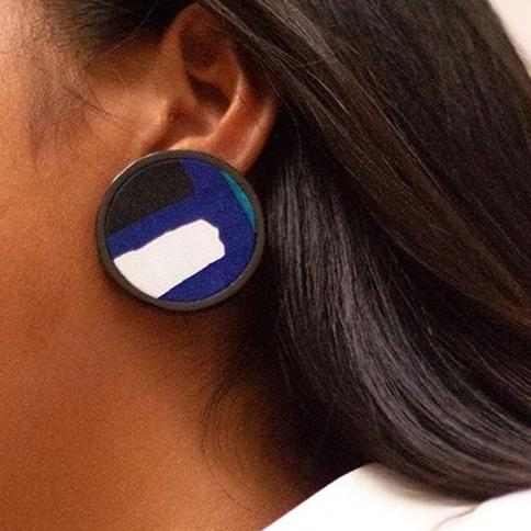 Disc earrings in horn and silk-blue
