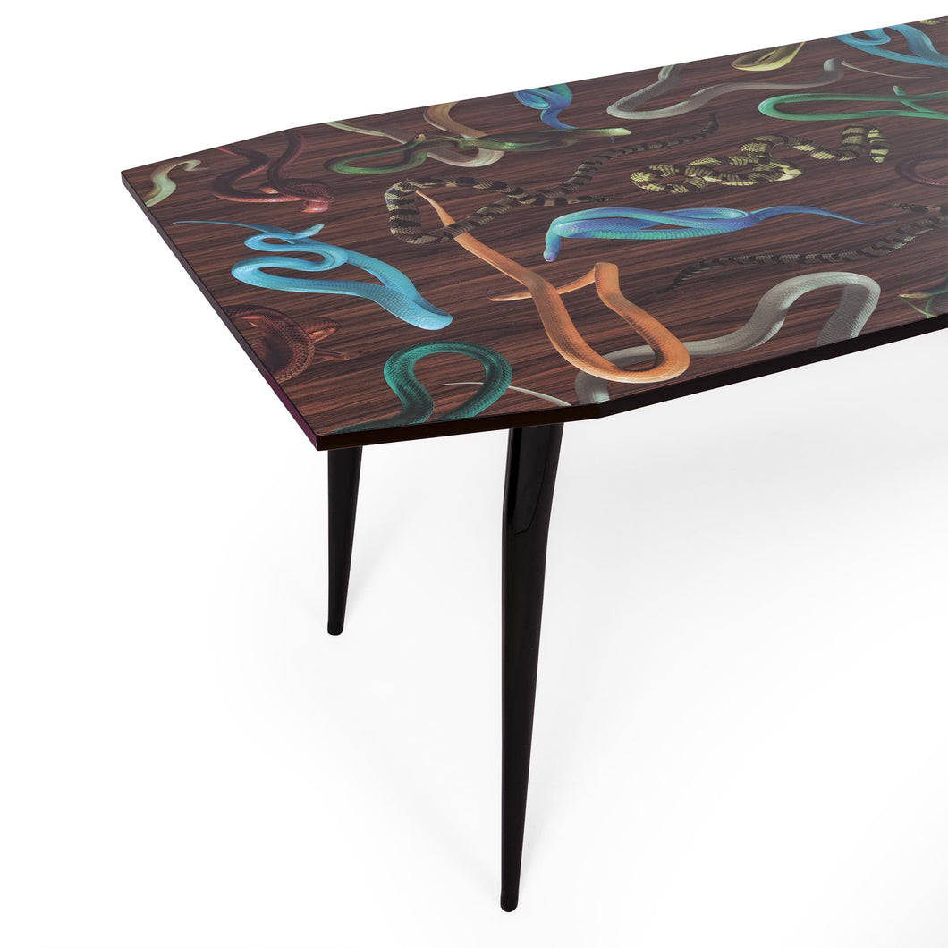 Toiletpaper Table Snakes On Wood