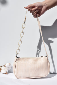 Classic Baguette Bag in Creme