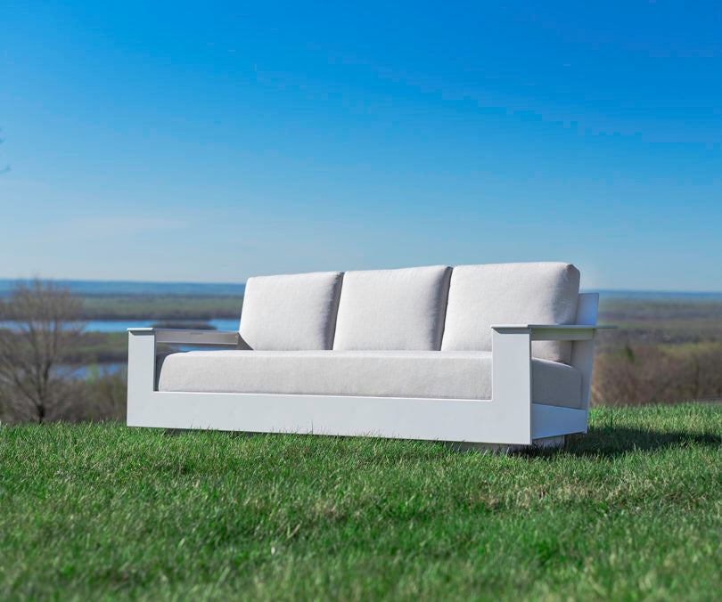 Nisswa: A Fabulous 100% Recycled Plastic Outdoor Furniture
