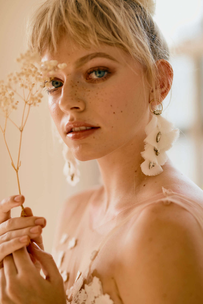 Cool statement jewelry for wedding dresses
