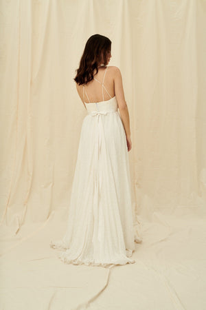 Wedding dress boutiques in Vancouver and Calgary