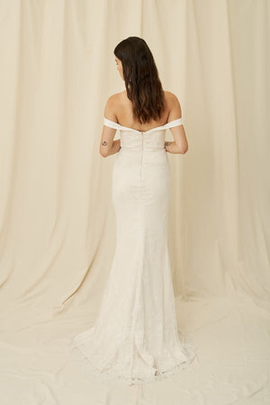 Fitted mermaid wedding dress with off-the-shoulder straps and a sweetheart neckline