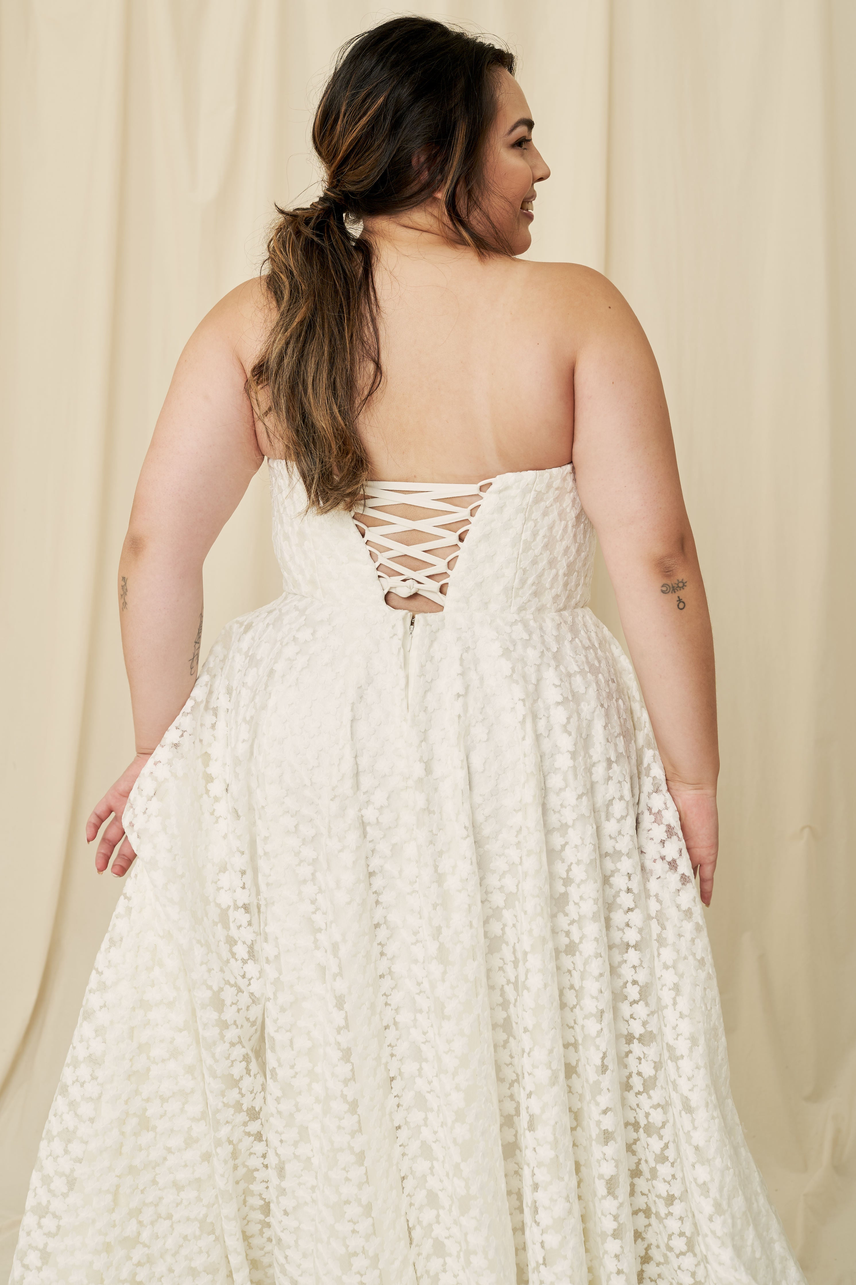 Affordable curvy wedding dresses boutique in Vancouver, Calgary