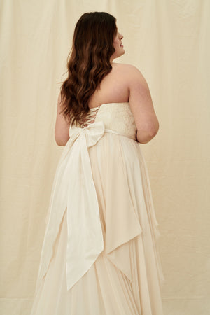Affordable plus size wedding dress boutiques in Vancouver and Calgary