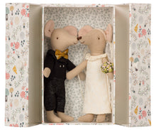 Afbeelding in Gallery-weergave laden, Wedding mice couple in box