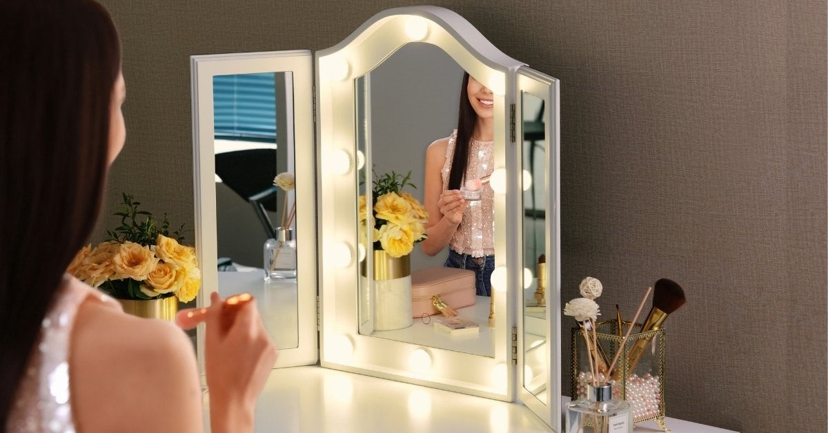 Tri fold mirror gives you different angle