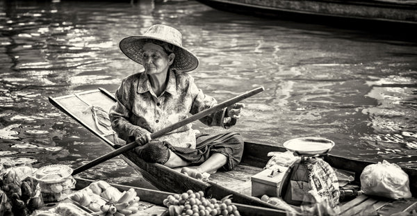 lady in her floating shop