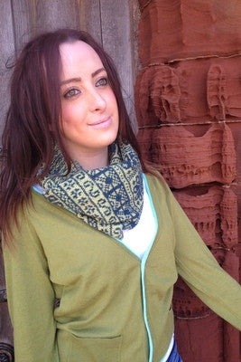 Annie Glue two colour Green Fair Isle Snood