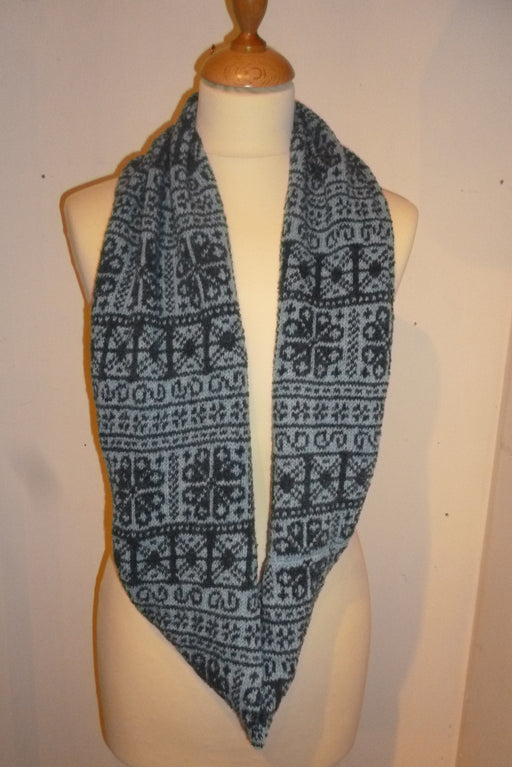 Annie Glue Two colour Navy and Light Blue fair Isle Snood £39.95