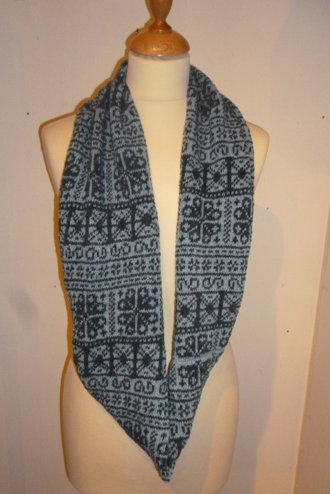 Annie Glue Two colour Navy and Light Blue fair Isle Snood