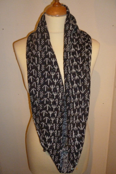 Annie Glue Black/White Runic Design Snood