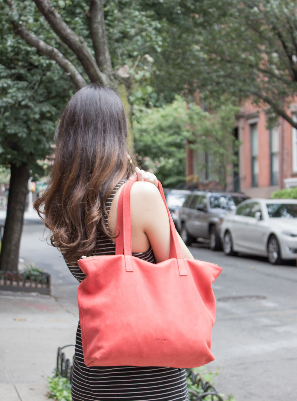 Jessica from Cocoandmingo.com styles the Daame leather laptop tote