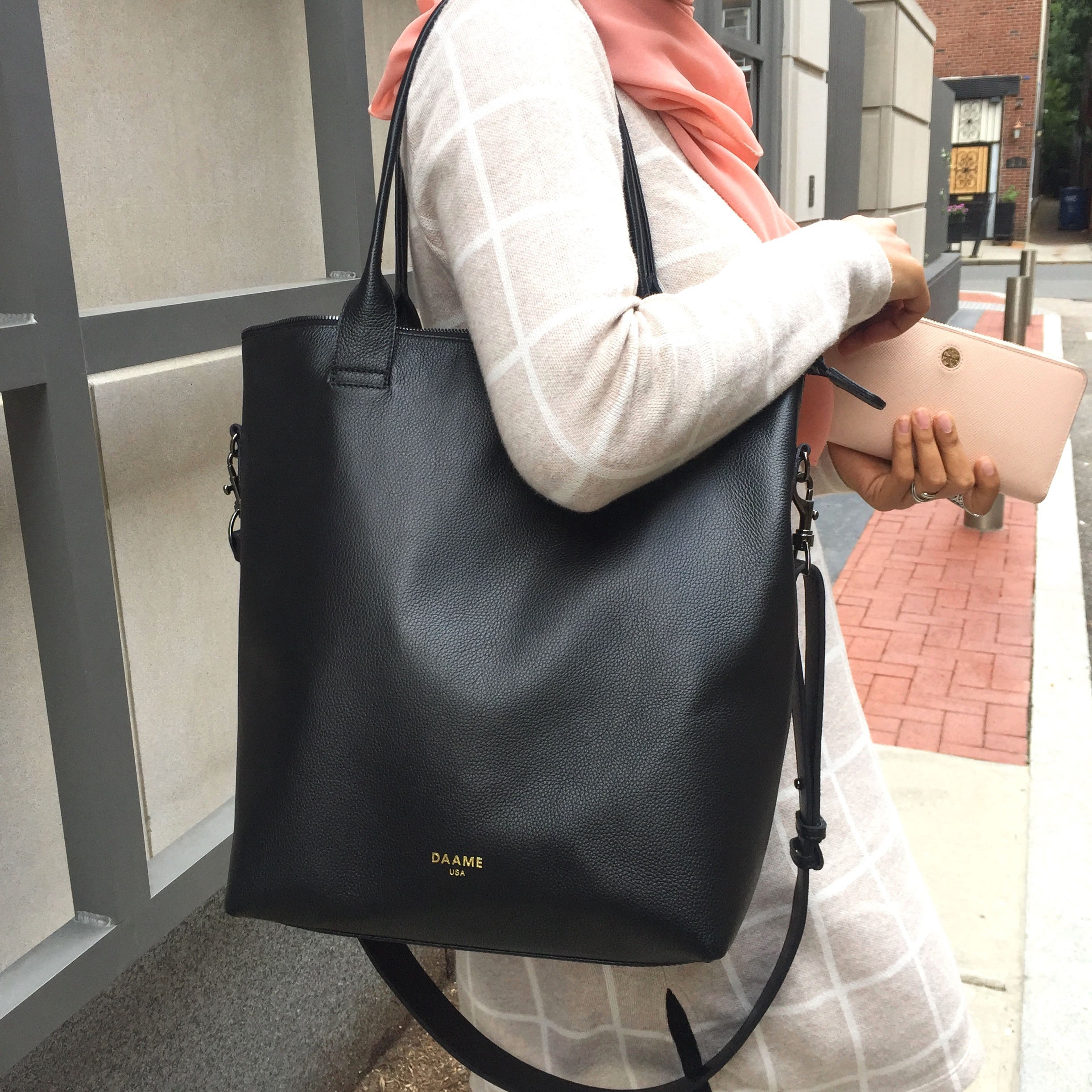 Close up of Daame Midi Tote