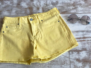 Articles shorts yellow