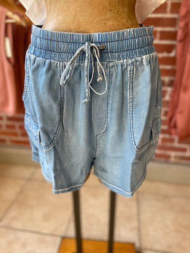 Chambray shorts light blue