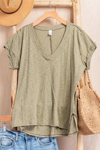 Load image into Gallery viewer, Vneck T-shirt olive