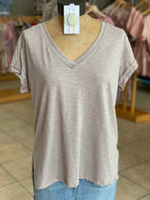 Load image into Gallery viewer, Vneck T-shirt taupe