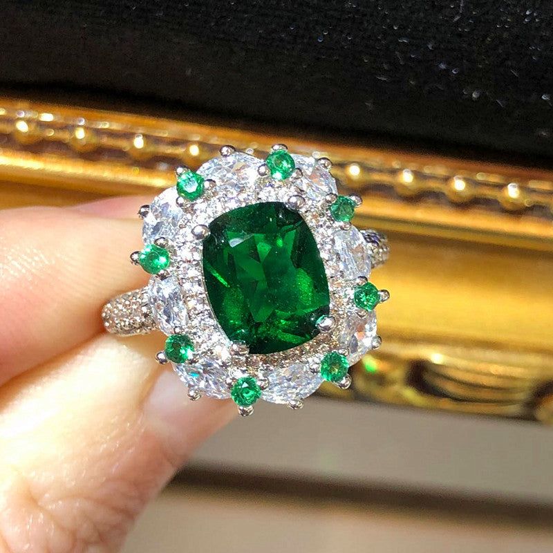The Art Deco Style Ring - Emerald Colour