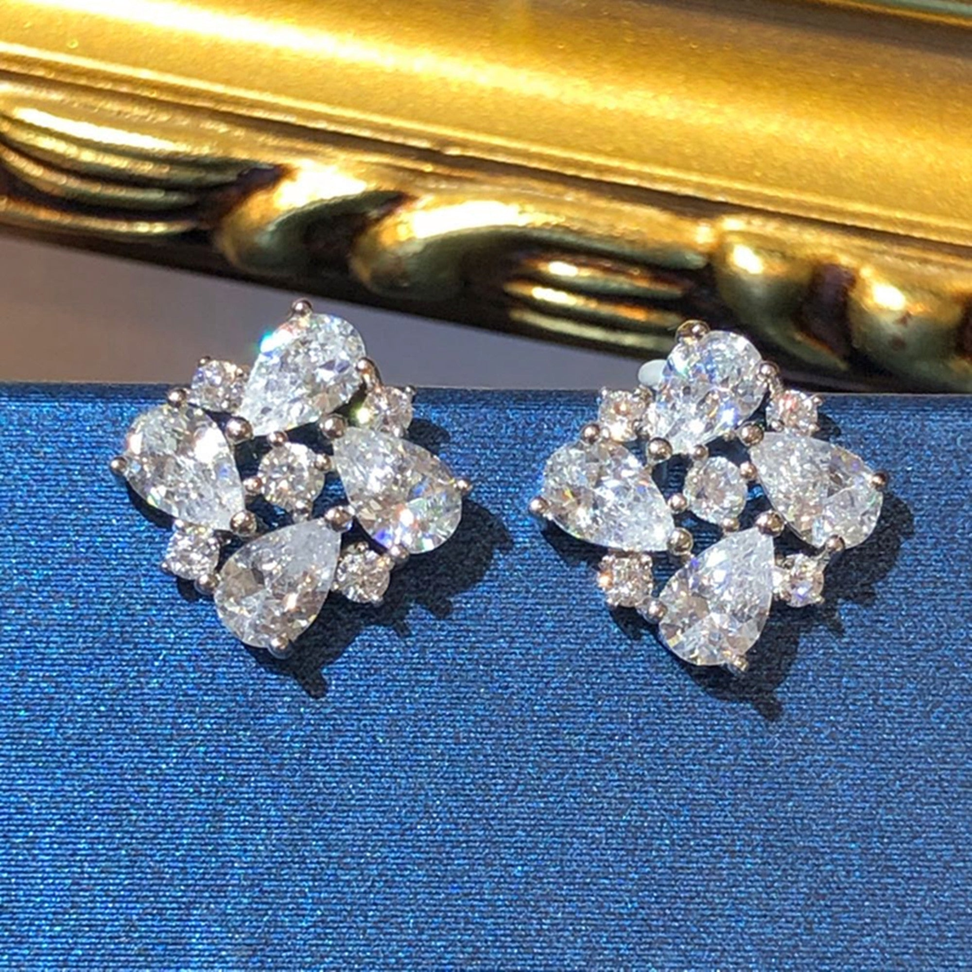 Tiviss Art Deco Tear Snowflake Pierced Stud Earrings