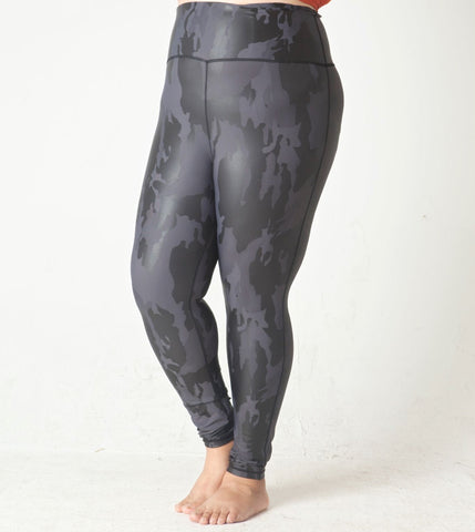 Slate Camo Leggings in Plus Size